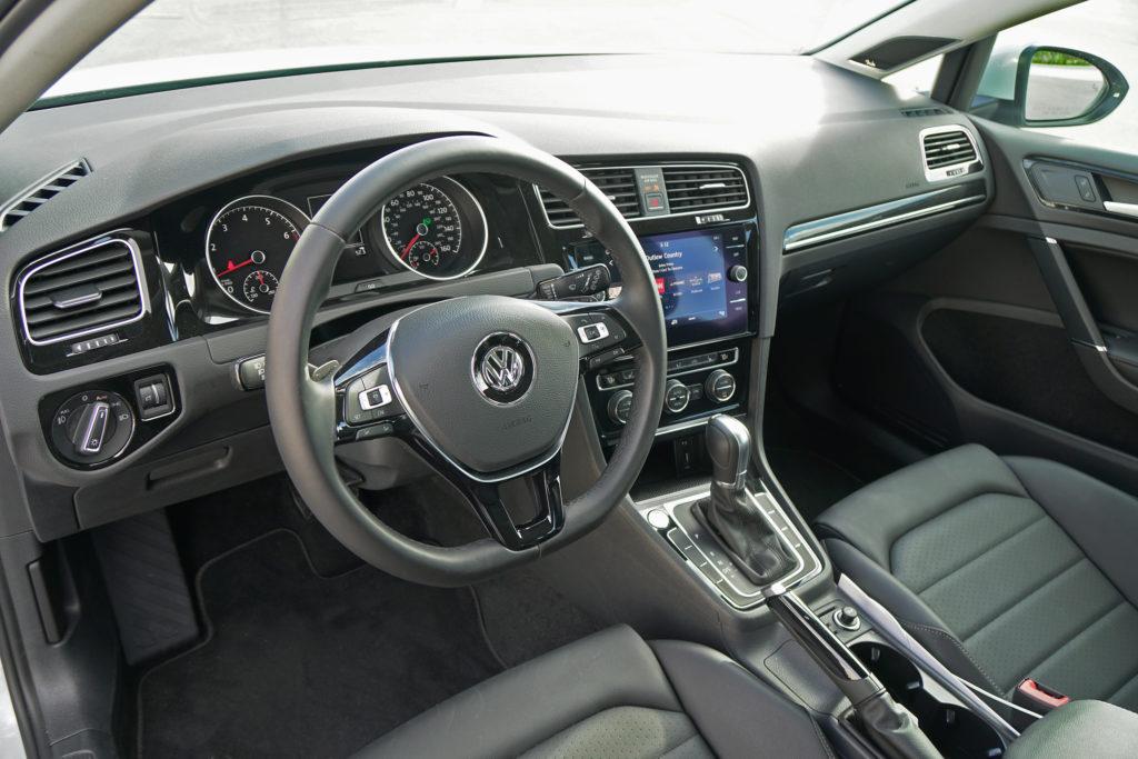 Volkswagen Golf Sportwagen interior