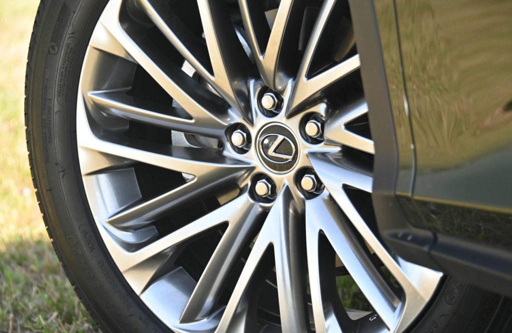 Lexus Wheel