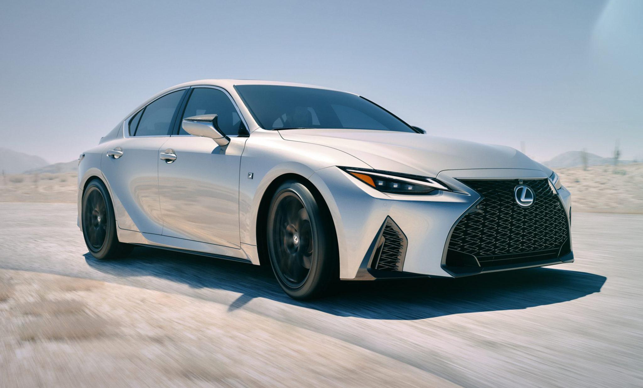 Lexus IS running