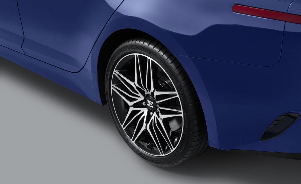 New 2022 Kia Stinger rims and tires