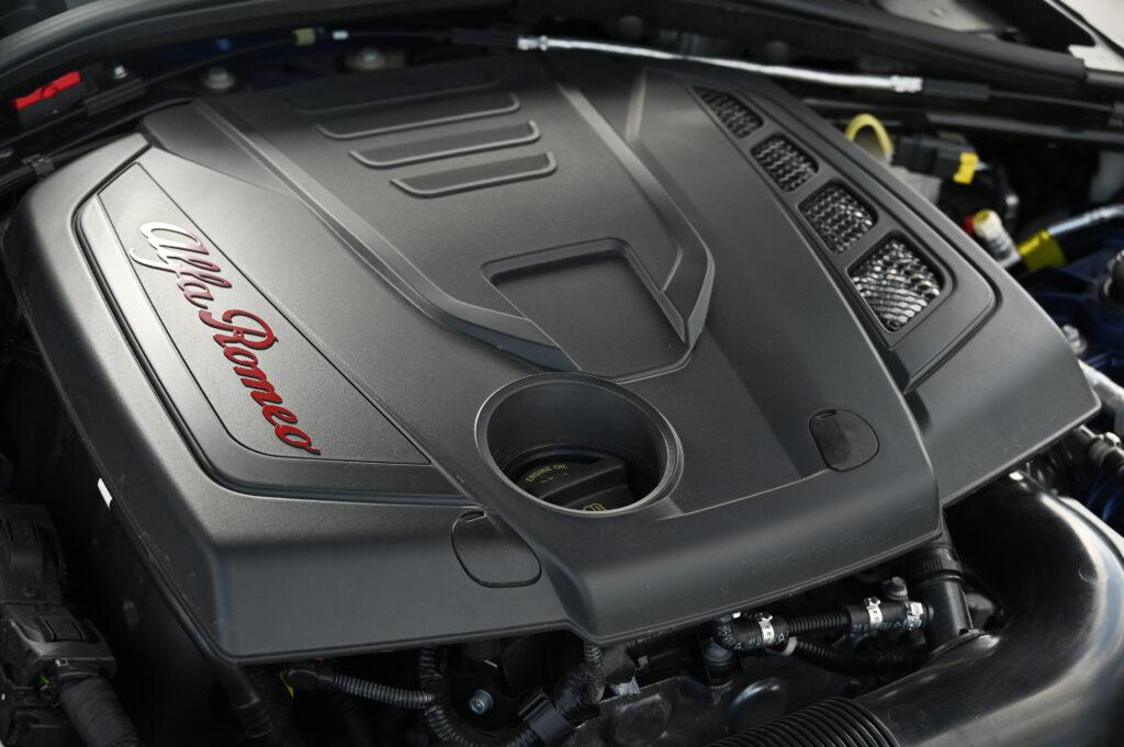 alfa romeo 2.0 engine