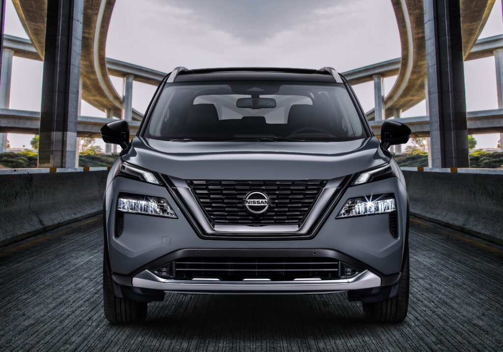 Nissan Rogue head on